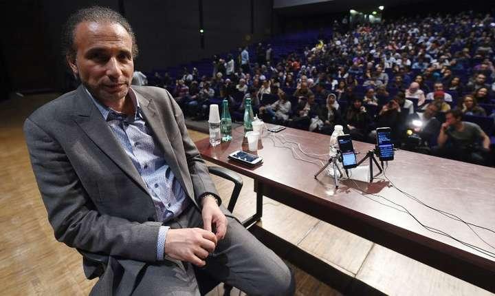 Tariq Ramadan pe 26 martie 2016 sustinînd o conferinta la Bordeaux