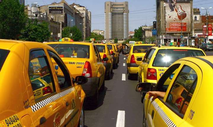 Reprezentanții taximetriștilor, care se plâng mereu de concurența pe care o numesc ilegală, au anunțat un protest la nivel național