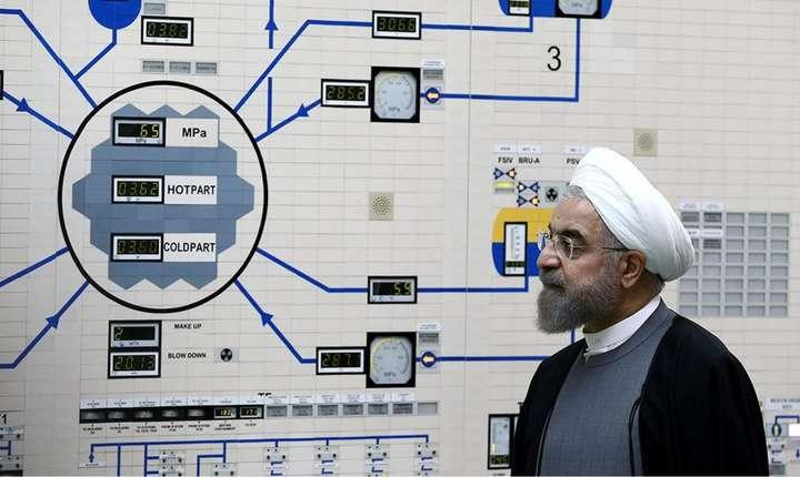 Presedintele Iranului, Hassan Rohani, în 2015 în sala de control a centralei nucleare de la Bouchehr