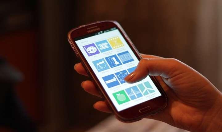 România are printre cei mulți tineri care dețin un telefon de tip smartphone