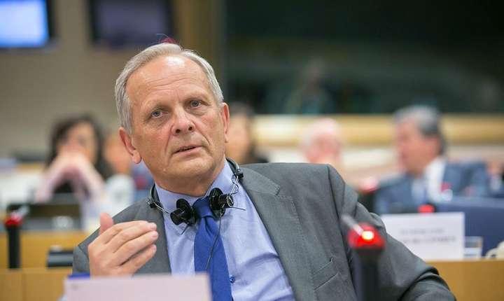 """Theodor Stolojan critică """"procesul legislativ dezordonat"""" privind legea salarizării (Sursa foto: Facebook/Theodor Stolojan)"""