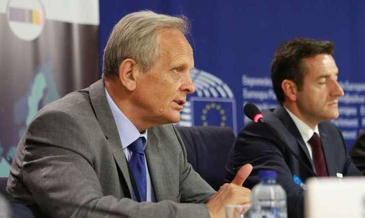 Theodor Stolojan critică modul în care Guvernul a comunicat măsurile fiscale recente (Sursa foto: Facebook/Theodor Stolojan)