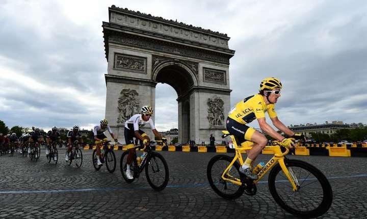 Geraint Thomas a adus tricoul galben pe Champs Elysees
