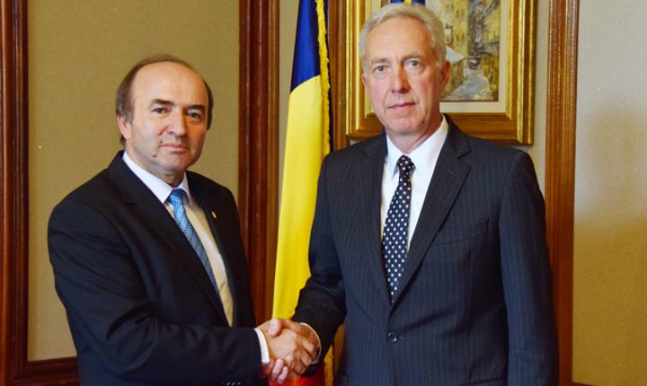 Ministrul Justiției, Tudorel Toader, și ambasadorul Statelor Unite ale Americii, Hans Klemm