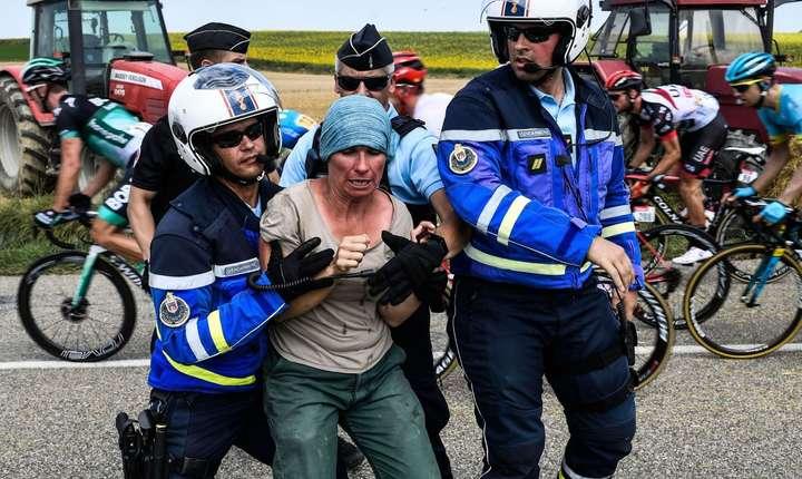 Protest la trecerea Turului Franței