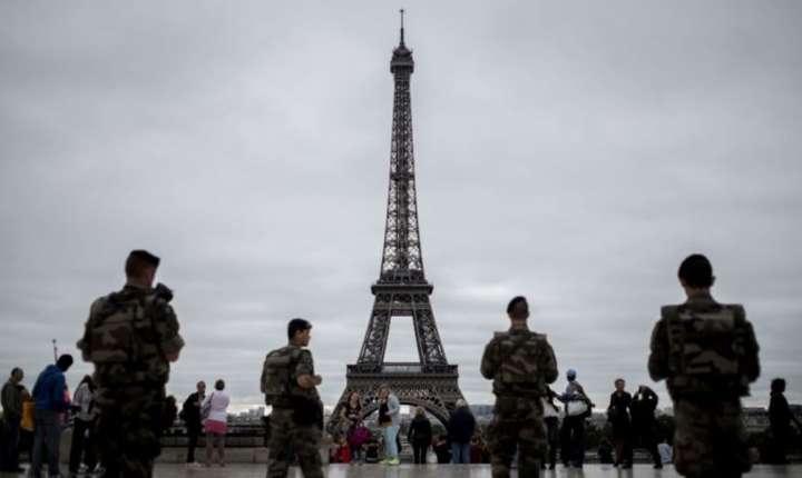 6 milioane de vizitatori vin anual la Turnul Eiffel