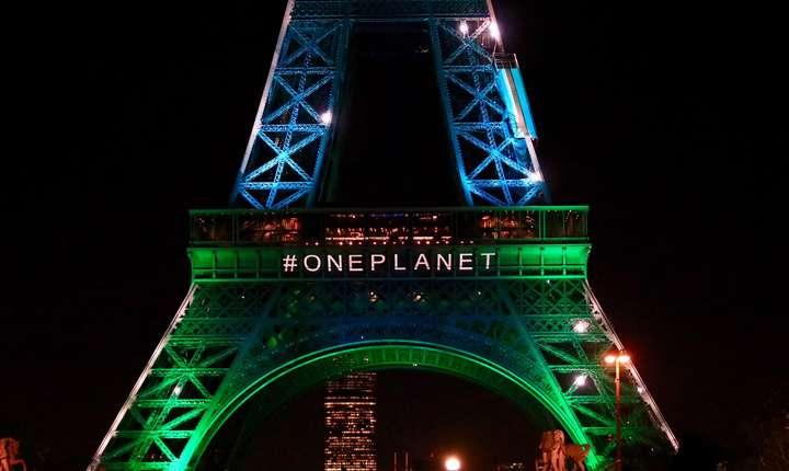 Turnul Eiffel iluminat gratie unor generatoare pe bazà de uleiuri vegetale, 12 decembrie 2017