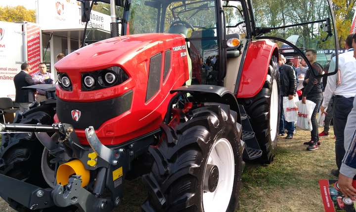 Fermierii români vor putea să își cumpere, de la anul, un tractor fabricat în plan local