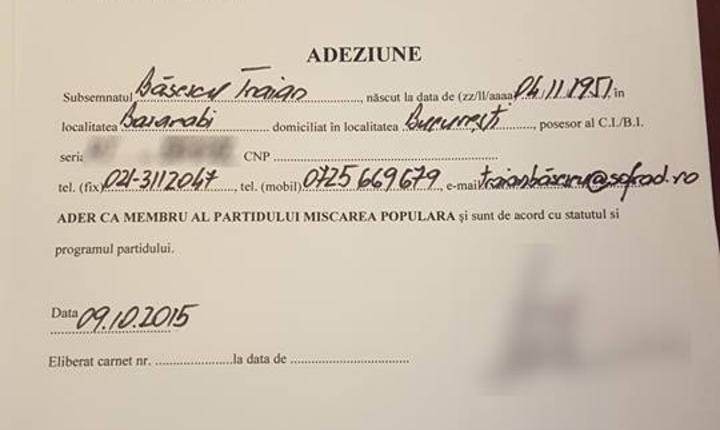 Declaraţia de adeziune a lui Traian Băsescu la PMP (Foto: Facebook Traian Băsescu)