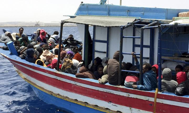 Imigranţi clandestini libieni (Foto: Reuters/Aymen Elsahli)