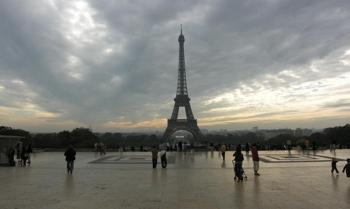 Esplanada Drepturilor omului de la Trocadéro, locul din Paris unde manifesteazà astàzi searà românii din Franta