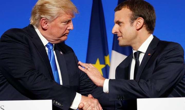 Presedintele american, Donald Trump, si omologul sàu francez, Emmanuel Macron, la Palatul Elysée pe 13 iulie 2017