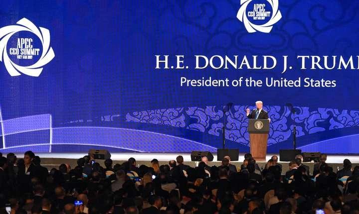 Presedintele american Donald Trump la summitul Apec de la Danang, 10 noiembrie 2017