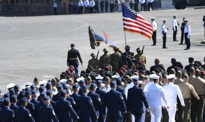 Trupele americane îmbracate în uniforme din Primul Razboi Mondial defileaza pe Champs Elysées, 14 iulie 2017