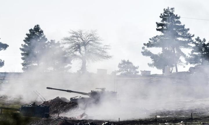 Un tun turcesc trage spre Siria nu departe de granita din sudul Turciei