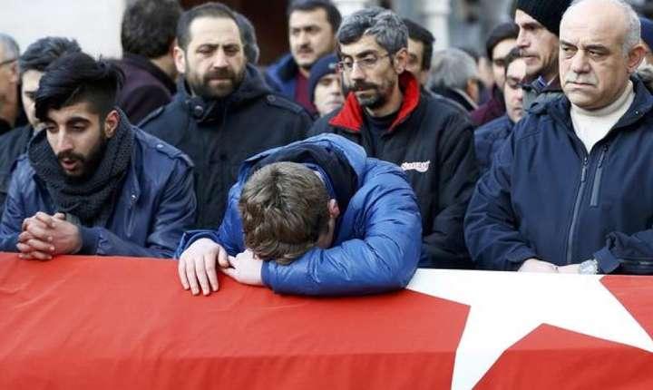 Inmormîntarea uneia dintre victimele atentatului de la Istanbul din noaptea Anului Nou