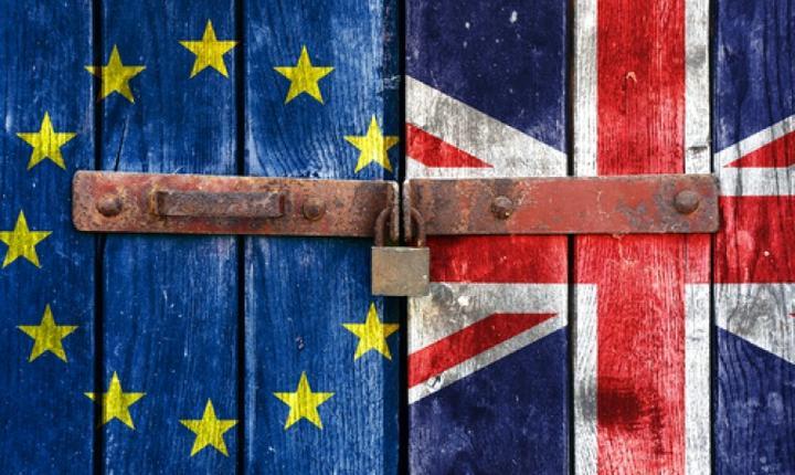 Drapelele Marii Britanii și Uniunii Europene