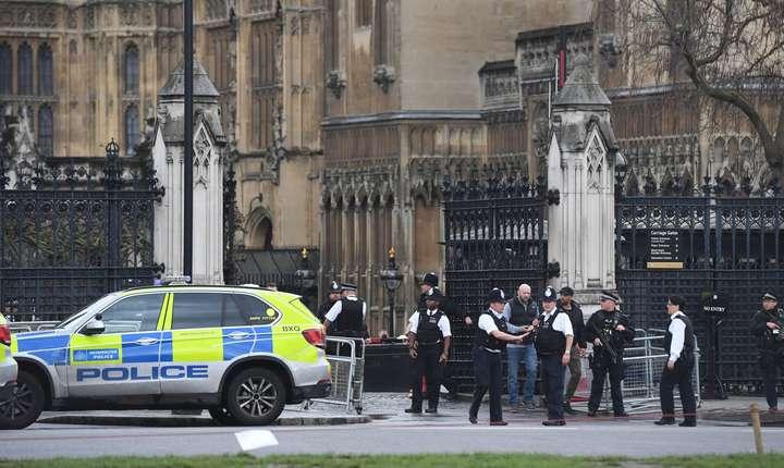 """Nivelul ameninţării teroriste rămâne """"critic"""" - cel mai înalt."""
