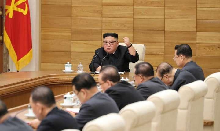Kim Jong-un, în timpul unei ședințe de partid, în aprilie 2019 (Sursa foto: KCNA via Reuters)