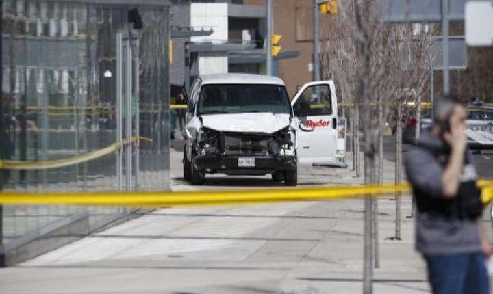 Camioneta care a intrat în mulţime la Toronto, luni, 23 aprilie 2018 (Foto: Cole Burston/Getty Images/AFP)
