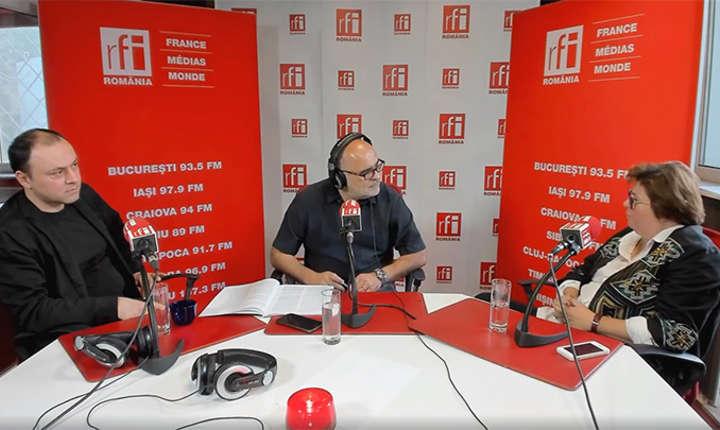 Bogdan Iancu, Ovidiu Nahoi și Alina Mungiu in studioul de emisie al RFI Romania