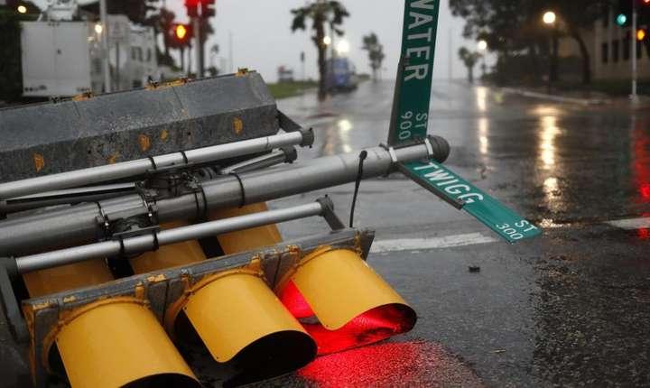 Semafor doborât de uraganul Harvey (Foto: Reuters/Adrees Latif)