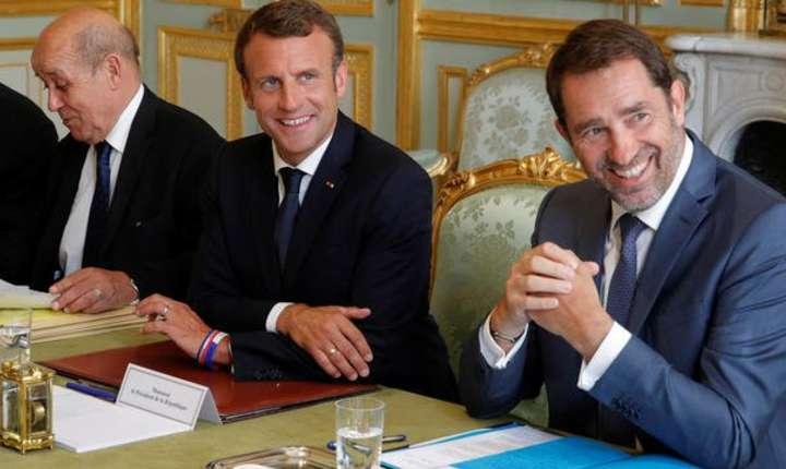 Ministrul francez de Interne, Christophe Castaner (în dreapta imaginii), nu si-a dezvàluit destinatia estivalà din motive de securitate