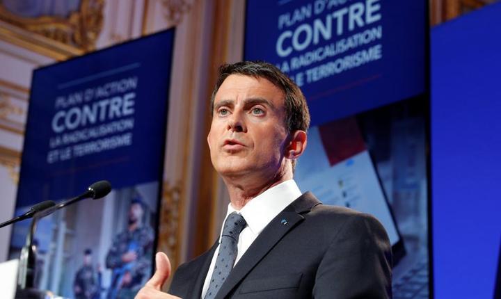 Premierul Frantei Manuel Valls la conferinta de presà din 9 mai 2016 prezentând planul anti-radicalizare