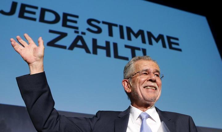 Ecologistul Alexander Van der Bellen este noul presedinte-ales al Austriei