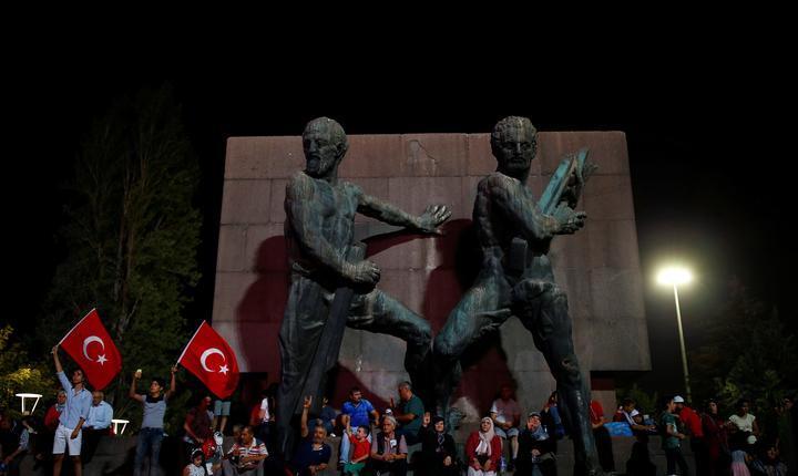 Miting după lovitura de stat eşuată din Turcia (Foto: Reuters/Umit Bektas)