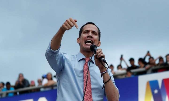 Juan Guaido speră în mobilizarea maselor (Foto: Reuters/Carlos Garcia Rawlins)