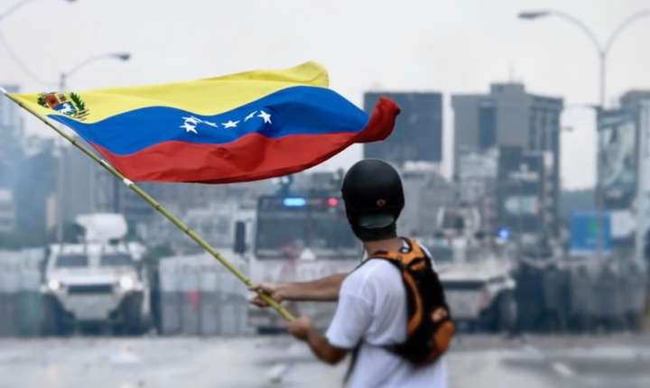 Venezuela se confruntă cu grave probleme economice din cauza inflaţiei galopante şi scăderii preţului petrolului