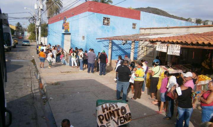 Din Venezuela aflată în criză au fugit 2,7 milioane de oameni din 2015
