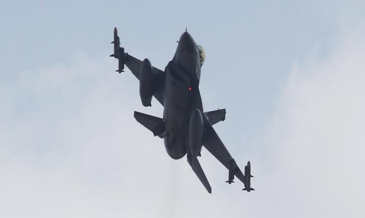 Avion turcesc F-16 (Foto: Reuters/Murad Sezer)