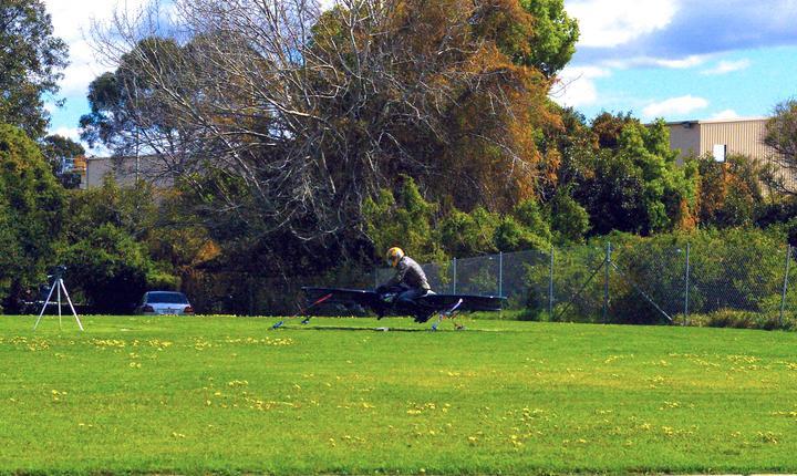Motocicleta zburătoare creată de firma Malloy Aeronautics (Foto: www.hover-bike.com)