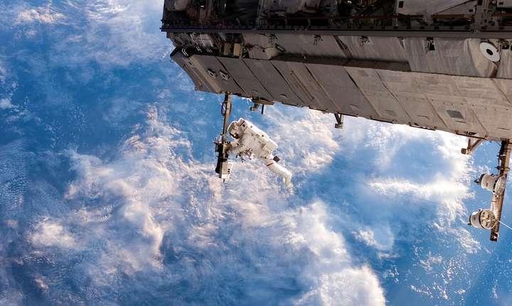 Astronaut, în spaţiu (Sursa foto: pixabay-ilustraţie)