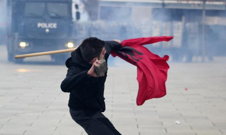 Proteste violente la Priştina, în Kosovo (Foto: Reuters/Agron Beqiri)