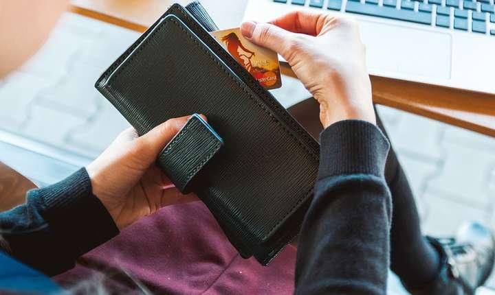 Avertismentul băncilor pentru clienţi este să nu comunice informaţii cu privire la identitatea lor, conturile pe care le deţin, numărul de card, data expirării cardului, codul PIN etc