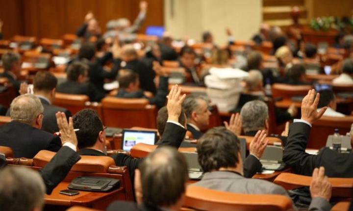 Camera Deputatilor a dat vot final astazi pe cresterile de salarii si sporuri in sanatate si educatie