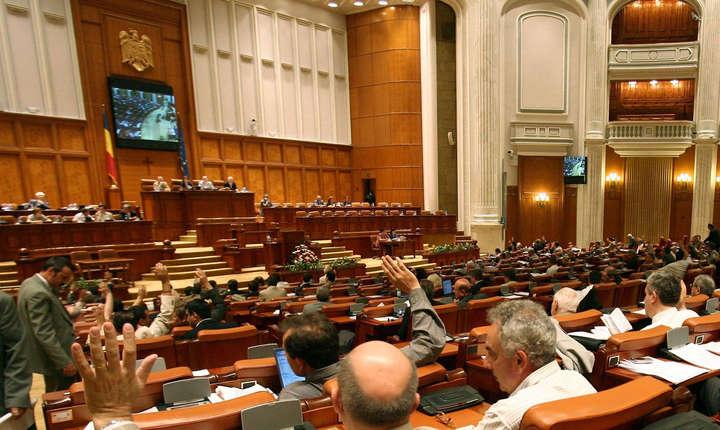 Parlamentul a adoptat miercuri moţiunea de cenzură la adresa Guvernului Grindeanu.