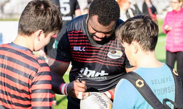 Tinerii fani ai timișorenilor colectează autografe