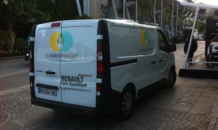 Camioneta frigorificà a asociatiei Le chaînon manquant