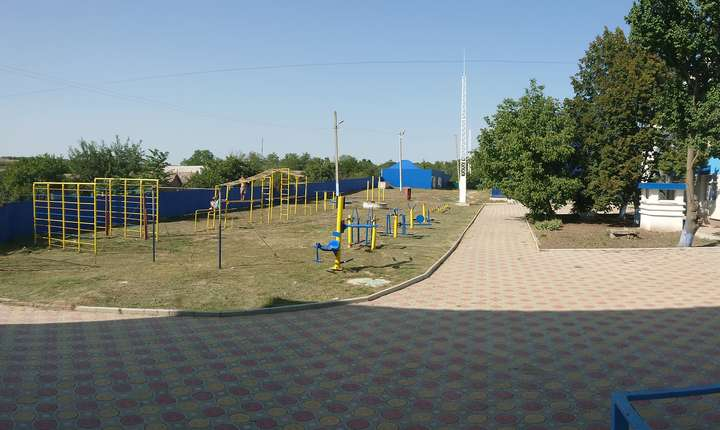 Loc pentru activitatti fizice in curtea scolii