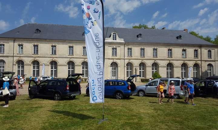 """""""Marele picnic Dacia"""" s-a reunit la abatia de la Chaalis pe 1 iulie 2018"""