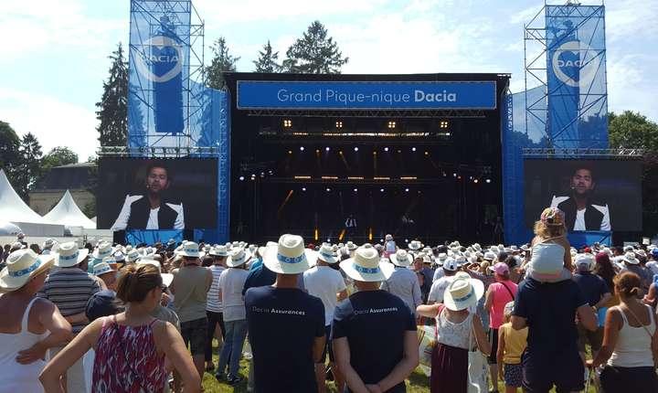 Umoristul Jamel Debouzze a prezentat si el un show fanilor Dacia