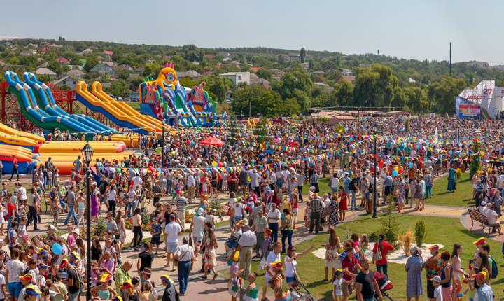 Dupa parada, cateva mii de participanti s-au indreptat catre Orheiland