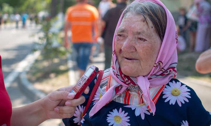 Colega noastra, Valeria Vitu, i-a intervievat pe cativa dintre participantii la parada