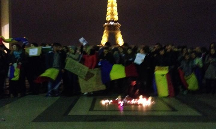 Debutul manifestatiei românilor din Paris în solidaritate cu cei din România