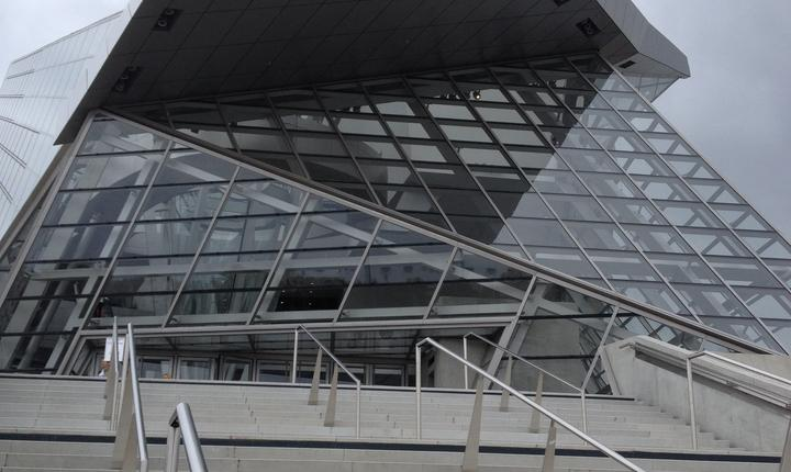 Treptele de la intrarea în muzeul Confluentelor