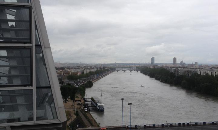 Vedere de pe acoperisul Muzeului Confluentelor
